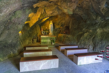 Caglieron caves, Church in a cave, Veneto, Italy, Europe