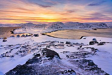 Europe, Norway, Finnmark, Kongsfjord, Veidnes, Village at sunset