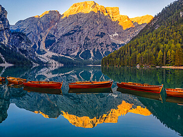 Italy, Dolomites, Alto Adige, South Tyrol, Lake Braies, Croda del Becco reflected in lake Braies at sunrise