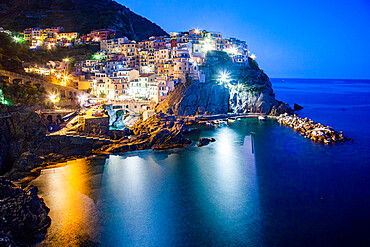 Picturesque village of Manarola in Cinque Terre, UNESCO World Heritage Site, province of La Spezia, Liguria region, Italy, Europe