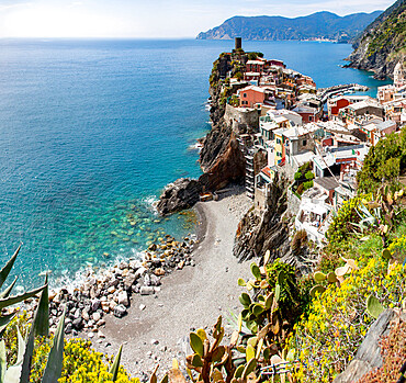 Picturesque village of Vernazza in Cinque Terre, UNESCO World Heritage Site, province of La Spezia, Liguria region, Italy, Europe