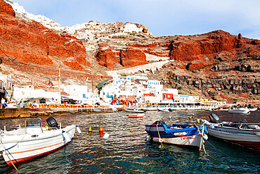 Amoudi Bay below the town of Oia, Santorini (Thira), Cyclades, Greek Islands, Greece, Europe