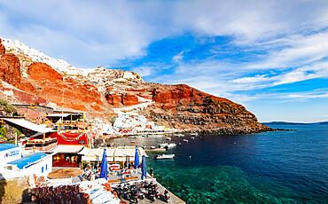 Amoudi Bay below the town of Oia on the Greek Island of Santorini (Thira), Cyclades, Greek Islands, Greece, Europe