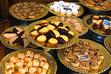 Trays of Spanish pastries, La Colmena bakery and confectionery shop, Placa de l'Angel, Gothic quarter, Barcelona, Catalonia, Spain, Europe
