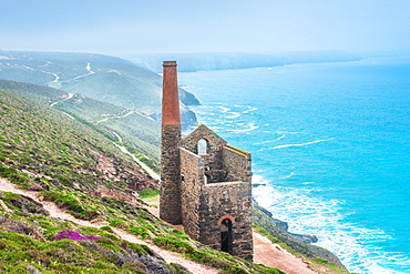 Towanroath Engine House, part of Wheal Coates Tin Mine, UNESCO World Heritage Site, on the Cornish coast near St. Agnes, Cornwall, England, United Kingdom, Europe