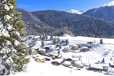 Village of Davos Wiesen, Landwasser Valley, Albula Valley, District of Prattigau/Davos, Canton of Graubunden, Switzerland, Europe