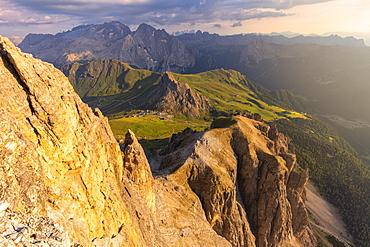 Sunset from Piz Pordoi with Marmolada in the background, Fassa Valley, Trentino, Dolomites, Italy, Europe