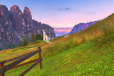 San Maurizio Chapel, Gardena Pass, Gardena Valley, South Tyrol, Dolomites, Italy, Europe