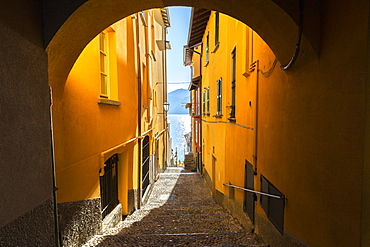 Colourful narrow alley in the old town of Varenna, Lake Como, Lombardy, Italian Lakes, Italy, Europe