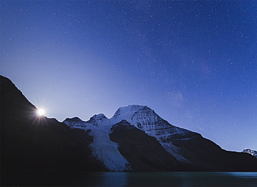 Moon rises over Mount Robson, the highest peak of the Canadian Rockies, UNESCO World Heritage Site, Canadian Rockies, British Columbia, Canada, North America