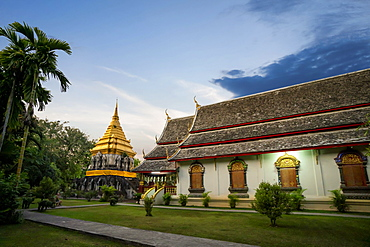 Chedi Chiang Lom at Wat Chiang Man Buddhist temple complex at dusk, Chiang Mai, Thailand, Southeast Asia, Asia