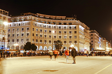 Aristotelous Square, the main square with illuminated historical buildings, Thessaloniki, Greece, Europe