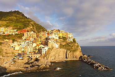 Afternoon sun and colourful buildings by sea in Manarola, Cinque Terre, UNESCO World Heritage Site, Liguria, Italy, Europe