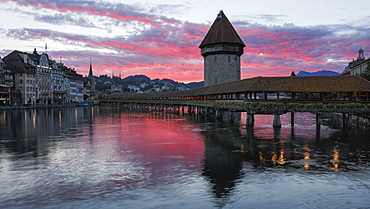 Sunrise view of the Kapellbrucke (Chapel Bridge) in Lucerne, Switzerland, Europe