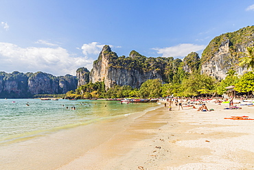 Railay beach and karst scenery in Railay, Ao Nang, Krabi Province, Thailand, Southeast Asia, Asia