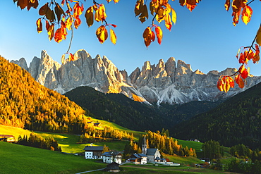 Santa Maddalena and the Odle Group at sunset in autumn, Funes Valley (Val di Funes), Trentino Alto Adige-South Tyrol, Dolomites, Italy, Europe