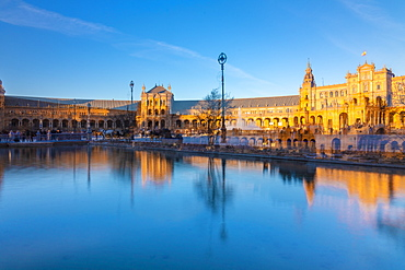 Plaza de Espana in Parque de Maria Luisa, an example of the Regionalism Architecture elements of Renaissance and Moorish styles, Andalucia, Spain, Europe