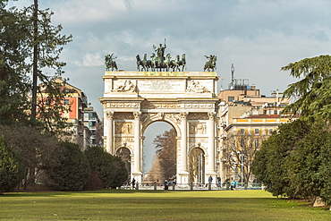 Triumphal arch with bas-reliefs and statues, built by Luigi Cagnola at the request of Napoleon, Milan, Lombardy, Italy, Europe
