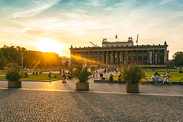 The Old Museum in Berlin, late afternoon with the Lustgarten in front on Museum Island, UNESCO World Heritage Site, Berlin, Germany, Europe