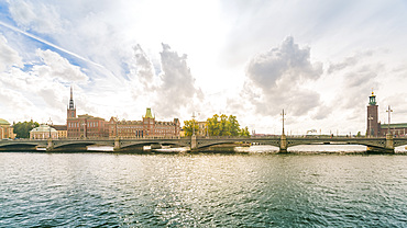 Lilla Vartan, Vasabron with the townhall in the background, Stockholm, Sweden, Scandinavia, Europe