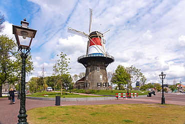 Molen de Valk in Leiden, 18th century windmill and museum, Leiden, South Holland, The Netherlands, Europe