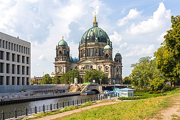 Berliner Dom (Berlin Cathedral) with Humboldt Forum in the new Schlovu Berliner by the Spree, Berlin, Germany, Europe