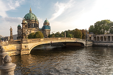 Berliner Dom (Berlin Cathedral) on Spree river with old bridge in the foreground, Berlin, Germany, Europe