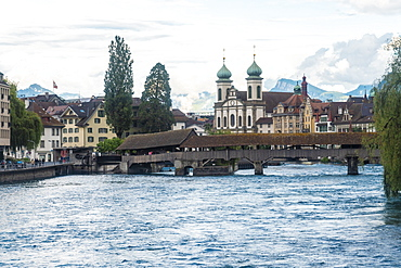 Reuss River with the Spreuer bridge and Jesuit church, Lucerne (Luzern), Switzerland, Europe