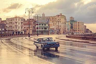 Old American car, Malecon, Havana, Cuba, West Indies, Caribbean, Central America