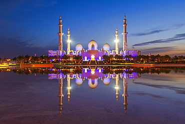 Sheikh Zayed Grand Mosque reflected at night, Abu Dhabi, United Arab Emirates, Middle East