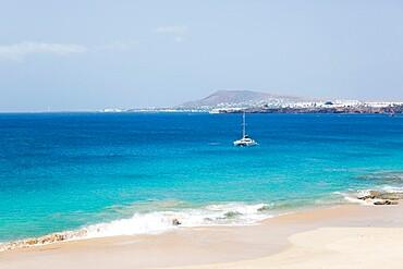 View across the Atlantic Ocean off Playa del Pozo, Playa Blanca, Yaiza, Lanzarote, Las Palmas Province, Canary Islands, Spain, Atlantic, Europe
