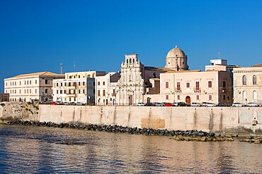 View across bay to the waterfront, early morning, Ortygia (Ortigia), UNESCO World Heritage Site, Syracuse (Siracusa), Sicily, Italy, Europe