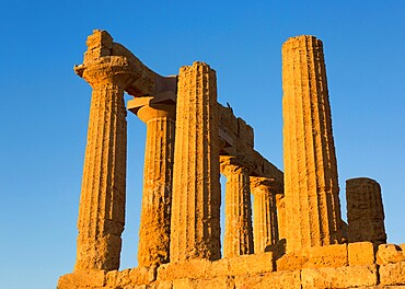 Sandstone columns of the Temple of Hera (Temple of Juno), in the UNESCO World Heritage Site listed Valley of the Temples, Agrigento, Sicily, Italy, Mediterranean, Europe