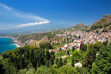 View over the town and coast from the Greek Theatre, Mount Etna in background, Taormina, Messina, Sicily, Italy, Mediterranean, Europe