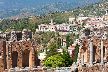 View over the town from the Greek Theatre, Taormina, Messina, Sicily, Italy, Mediterranean, Europe