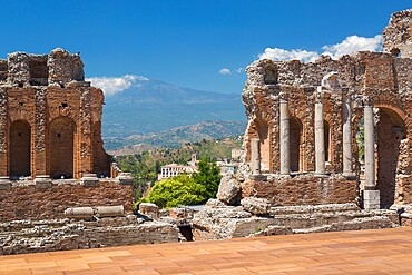 View to the former monastery of San Domenico from the Greek Theatre, Mount Etna in background, Taormina, Messina, Sicily, Italy, Mediterranean, Europe