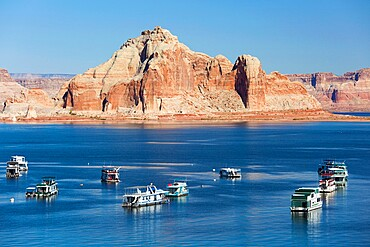 Houseboats moored in Wahweap Bay, Castle Rock beyond, Lake Powell, Glen Canyon National Recreation Area, Page, Arizona, United States of America, North America