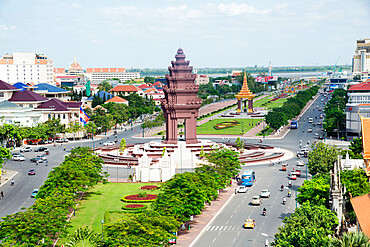 Overlooking Independence Monument and Tonle Sap River, Phnom Penh, Cambodia, Indochina, Southeast Asia, Asia