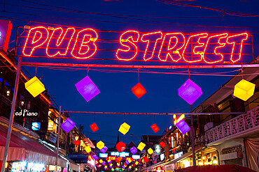 Pub Street, a night life hotspot, at night, in Siem Reap, Cambodia, Indochina, Southeast Asia, Asia