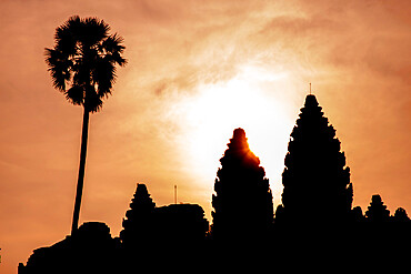 Angkor archaeological complex silhouetted against the rising sun, Angkor, UNESCO World Heritage Site, Siem Reap, Cambodia, Indochina, Southeast Asia, Asia