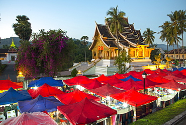 Night market outside the Royal Palace in Luang Prabang, Laos, Indochina, Southeast Asia, Asia