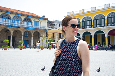 Tourist in Plaza Vieja, Old Havana, UNESCO World Heritage Site, Havana, Cuba, West Indies, Caribbean, Central America