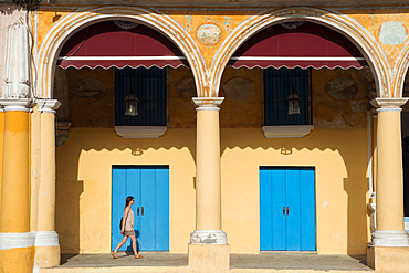 Plaza Vieja, Old Havana, UNESCO World Heritage Site, Havana, Cuba, West Indies, Caribbean, Central America