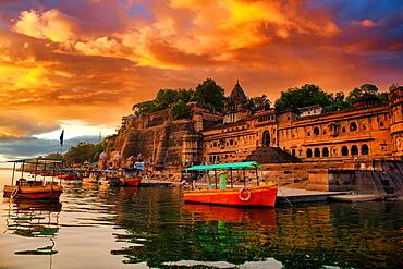 Maheshwar Ghat, a religious Hindu river bank famous amongst pilgrims, Maheshwar, State of Madhya Pradesh, India, Asia