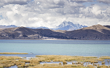Daylight on Lake Titicaca with the Cordillera Real mountain range in the background, Bolivia, South America
