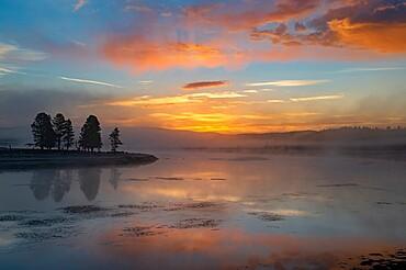 Sunrise over Yellowstone Lake with reflection, Yellowstone National Park, UNESCO World Heritage Site, Wyoming, United States of America, North America