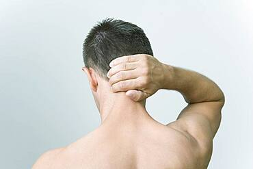 The Do In is an automassage technique of chinese origin, then imported in Japan. This technique is based on the pressure of certains points (acupressure) aiming at correcting body disorders. Pinch the nape going down. Aim : relieve torticolis.