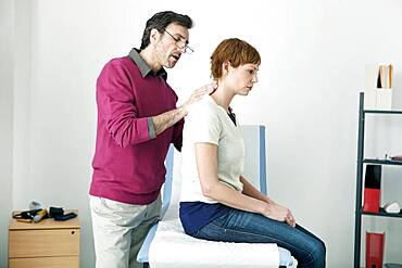 Consultation, woman in pain
