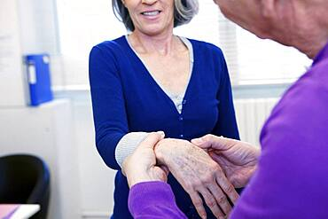 Consultation, elderly person in pain
