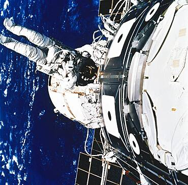 STS-88, Astronaut Newman Spacewalk, 1998